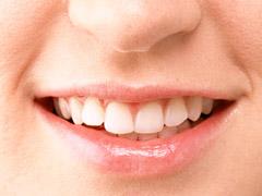 黒い歯でニッコリ笑う沖縄美人