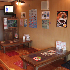 ご存知ディープな沖縄、食堂メニューは健在です