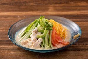県産鶏と島野菜の豆乳冷やし中華